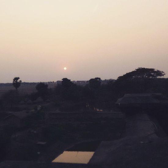 Sunset amidst the Khamarbari Heritagebuilding Weekendtrip RuralBengal ZamindarBari archaeology daytrip bagpacking itachunarajbari 📷🚂