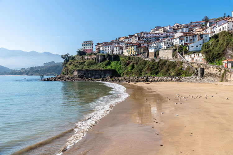Scenic view of the beautiful fishing village of Lastres in Asturias Asturias Asturias Paraiso Natural🌿🌼🌊🌞 Europe Travel Travel Destinations Lastres Sky Nature Day Village Coast Built Structure Architecture Building Exterior Building Clear Sky City Residential District No People Outdoors Fishing Village Water Beach Mountain Land Sea Sand
