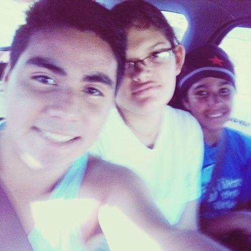 Con Mi amiga adora y la pulga de mi hermanita <3 Selfie Retrica DomingoPlayero