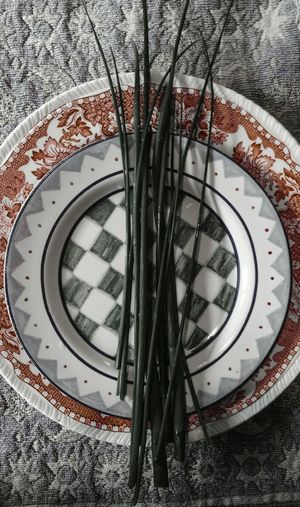 ... darker Plate and Chives ... Pattern Close-up Checkers Checkered Pattern Shaker Red Grey Onions Alum Plant Kitchen Black And Red Scarlet Carmine Filter Tabletop Looking Down Plates