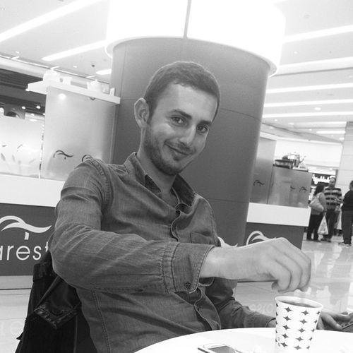 Yakışıklı Kardesimin 7 Numaralı gülüşü :) istanbul kadıkoy sinamaya geldik biz oleyyyy kardeş geldi hemencik iyileştim :)