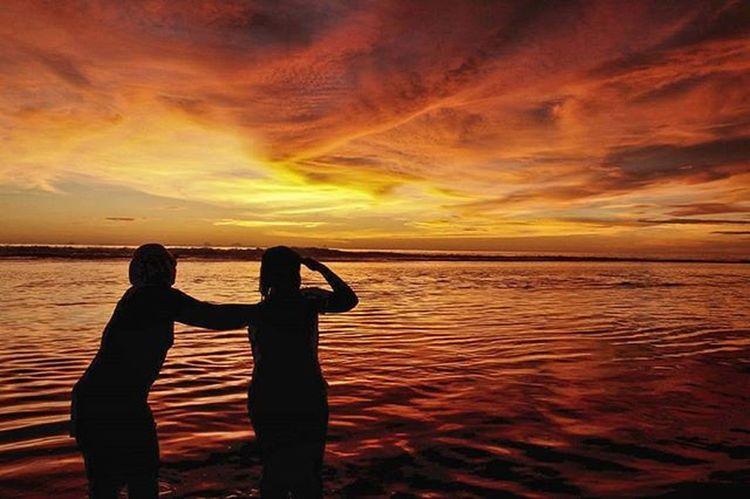 Edisi sayang dibuang Sun Beutiful  Ujunggenteng Chasinglights Greatview Love Sunshine Nature Natural Indonesian Panorama Landscape Explore Exploreindonesia Beach Huntingphoto Art Clouds Photograph Latepost Streetphotography Jalanjalan Niceview Sunset Sukabumi great photooftheday bestoftheday bestwork