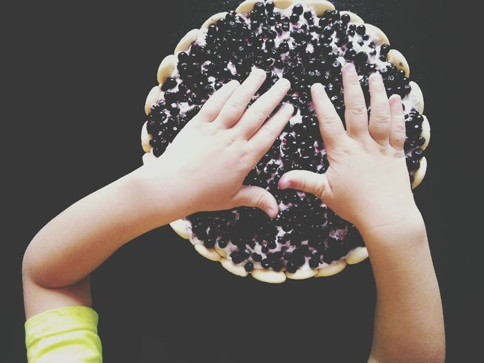Blueberries Seasonal Fruits Fruit Cake  Sweet Food Kids Baking Kids Hands Kids Eating Touch Food And Drink Blueberry Pie Ready-to-eat Childhood