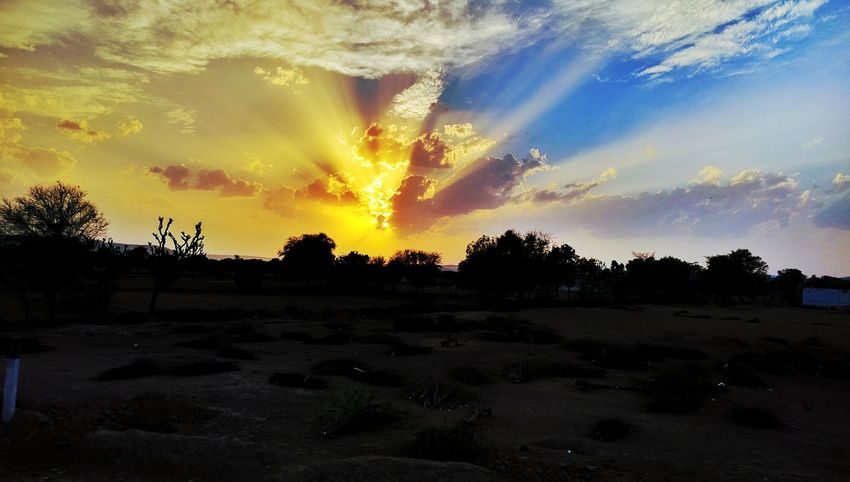 Sunset #sun #clouds #skylovers #sky #nature #beautifulinnature #naturalbeauty #photography #landscape Sky And Clouds Skyporn Jaipur Rajasthan Jaipur Diaries Jaipurcityblog Jaipurdiaries Jaipurlove Jaipurcity