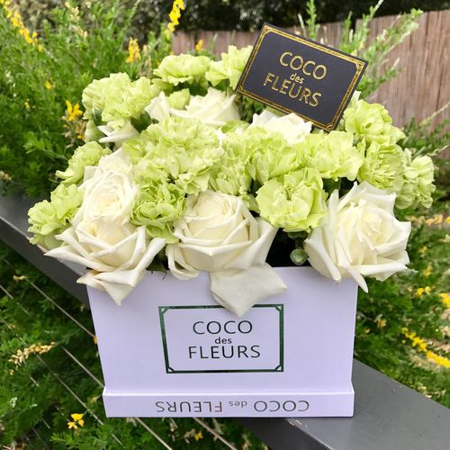 Coco des fleurs Cocodesfleurs Flowers Flowerbox Flowerarrangement Christmaspresent Florist Greenery Business Advertising Beautifulflowers Pretty Creative 🍃💐🍃