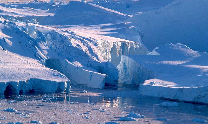 Glaciers in sea