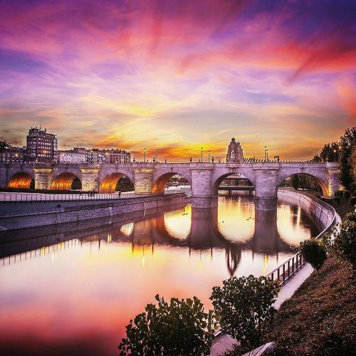 Madridrio Reflection Symmetrical