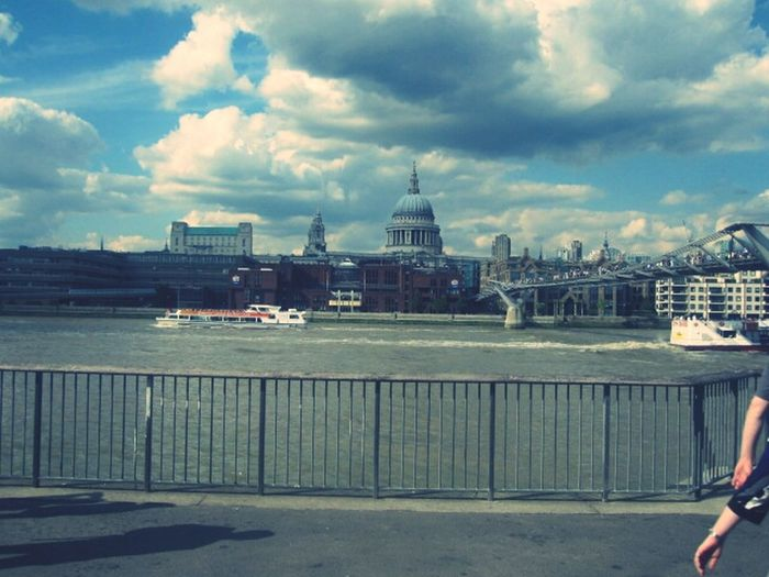 Hanging Out Cityscapes London City Of London Tamesis
