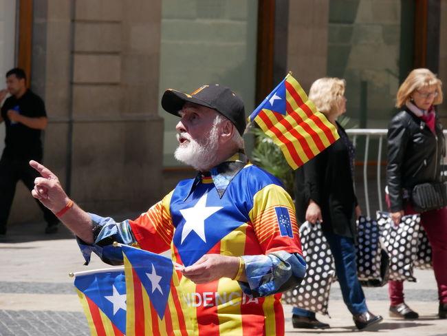 Freedom Catalonia LumixG80 Lumixg81 #barcelona #portrait Lumix #notposed Lumixphotography Streetphotography Protest Movement Politics And Government Politics Independence #streetphotography Europe EyeEm Selects Barcelona Barcelona, Spain Exploring Emotion #FREIHEITBERLIN Politics And Government City Men Flag Patriotism Democracy Election