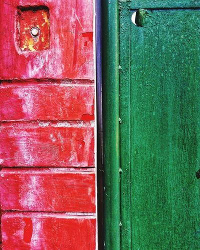 Minimalstic Backgrounds Full Frame Metal Green Color Day Textured  Close-up Outdoors No People Built Structure Pattern Architecture Red Multi Colored