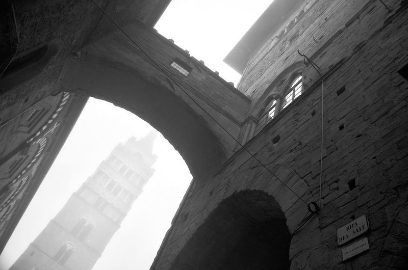 Low Angle View Built Structure Toscana ITALY Pistoia Geometric Abstraction Abstract Photography Architecture Geometric Shape Background Black And White Winter_collection Bell Tower Is Sinking!!! Italian Culture Heritage Site Fog_collection Cityscape Streetphotography_bw December Sky Textured  Geometrical Shapes Urban Geometry Urban Perspectives