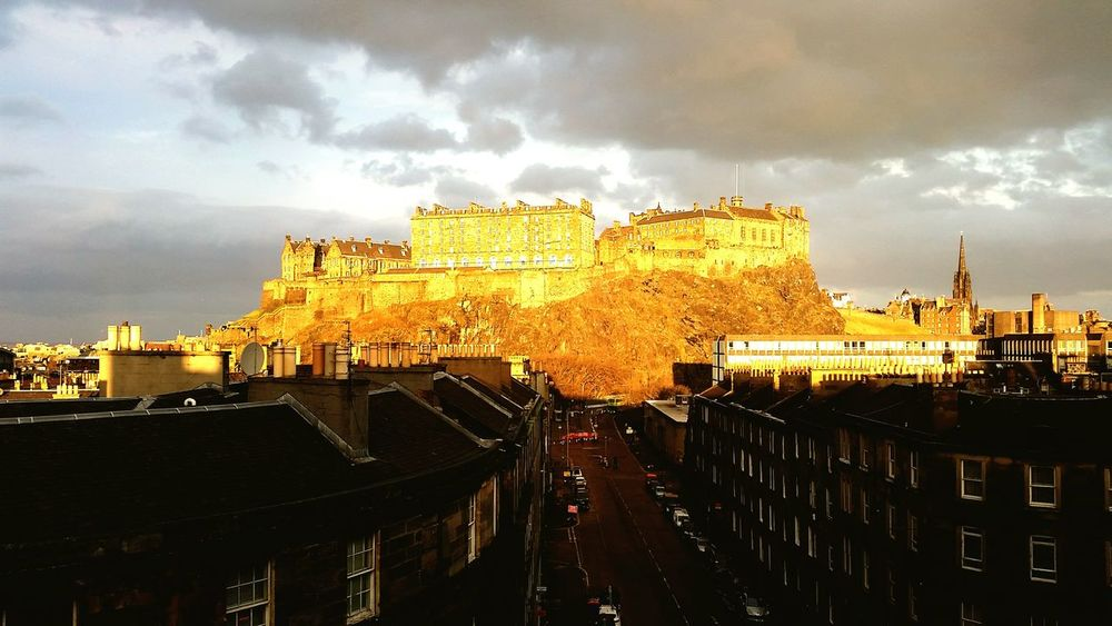 I was lucky enough to see the sun turn Edinburgh castle gold. 43 Golden Moments Gold Sunlight And Shadow Edinburgh Castle Edinburgh Castles Stunning View Darkness And Light On A Hill