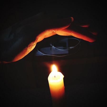 свеча свет тепло руки