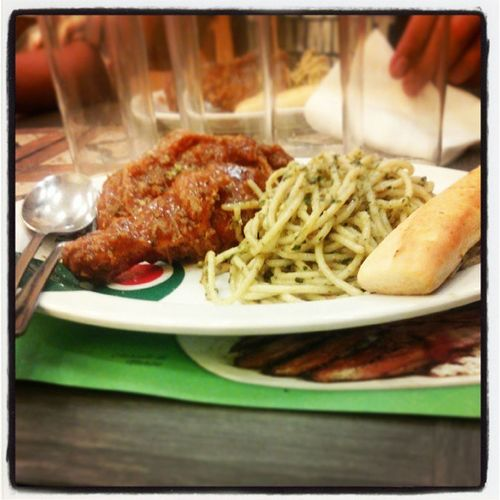 Italian chicken and spaghetti al pesto.. Mydinner Instafood Pasta Chicken followbackteam followme ifollowback hitlike lovethis like spammewithlikes iamkhelvin..