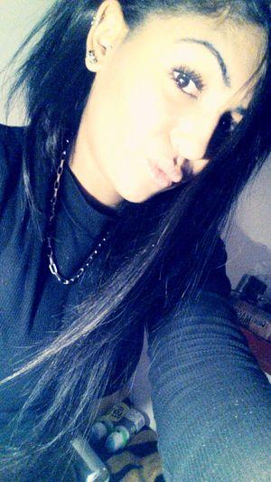 Faut ce méfier de l'élève qui reste dans le fond de la classe ♠ EyeEm Nature Lover Kiss Lips Blackeyes Hairstyle Piercing Cute French Girl