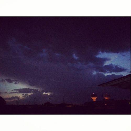اللهم صيبآ نافعآ☔️?? تصويري  مطر  الرياض