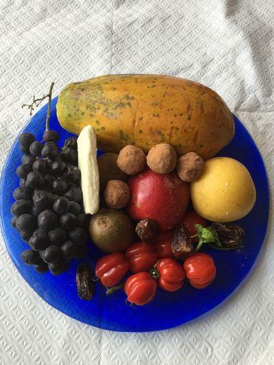 @izzymaxie healthy yummy food Papaya Nashipear Blackgrapes Tomatoes Kiwifruit Almond Balls Buffalo Feta Healthy Eating Healthy Food Healthy Lifestyle Datesballs Dates