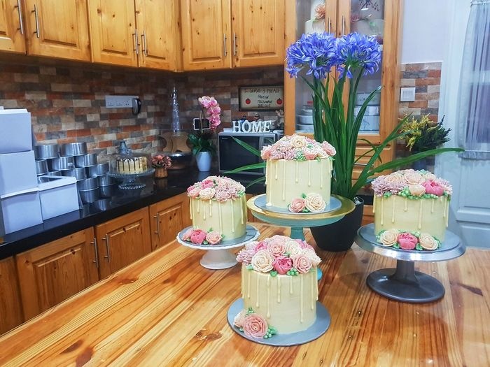 Floral Cake Floral Sweet Food Indoors  Dessert Food And Drink Food Temptation Flower Wood - Material Cake Table Cupcake Freshness