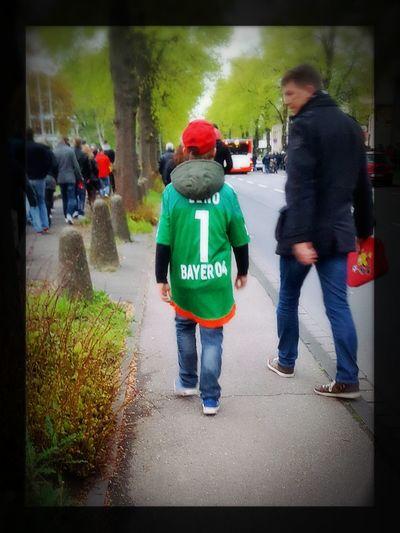 Glückliches Kind Soccer Leverkusen Bayer Leverkusen Bayer04 Bernd Leno LENOMENAL Happy Fussball Trikot😍