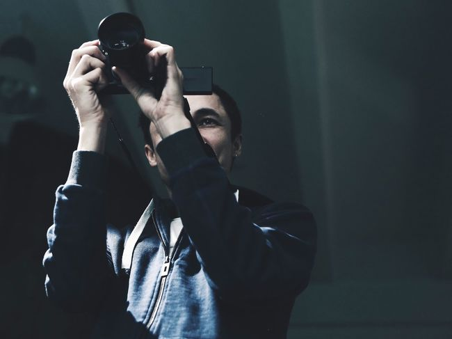 Photography Themes Holding Photographing Camera - Photographic Equipment Men One Person Photographer Young Adult Indoors  Real People Film Industry Human Hand People Adult Day Backstage Behindthescenes VSCO Cinematography