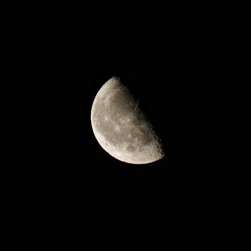 luna menguante Luna Decreasing Moon Luna Menguante Tamron Tamron70_300mm Canon Canon7d  Zaragoza SPAIN Astronomy Moon Half Moon Planetary Moon Sky Close-up