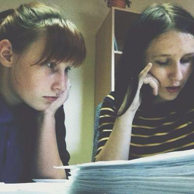 разбираем документы))) деловые, короче))