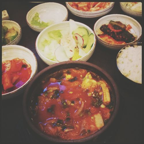 кимчитиге Eating Korean Food