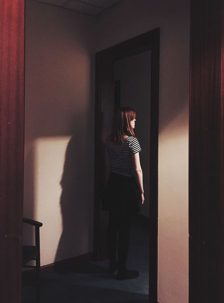 Taking Photos Girl Hotel Room Retro Retro Style Darkness And Light Hallway David Lynch Women Who Inspire You Girl Power