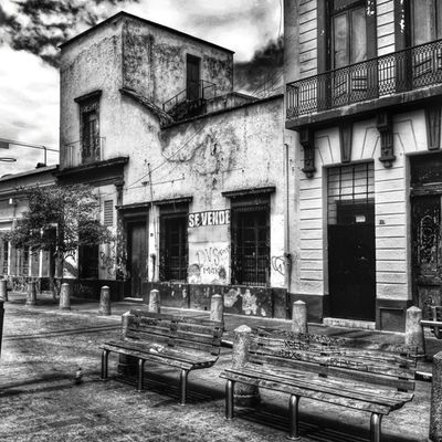 Se vende - Sale ________ Mobile_photographer All_shots Mexigers Igersguadalajara ig_mexico gf_mexico global_family blackandwhite bnw_of_our_world urbanexploration filthyfacades fromthestreets