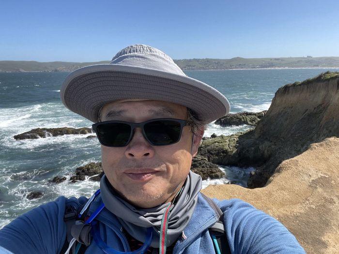 Portrait of man wearing sunglasses against sea