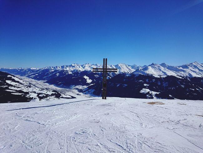 Ein wundervoller Ausblick von den Kitzbüheler Alpen tolles Wetter mit viel Sonnenschein  und Blauer Himmel hier bei Kitzbühel Relaxing Taking Photos Enjoying Life Hello World Skiing