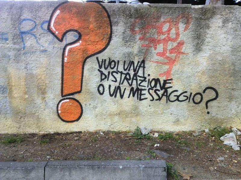 Loano Streetphotography Scrittesuimuri Writing On The Walls Distrazione Distraction Messaggio Message Fotoavilo Robertoafredooliva
