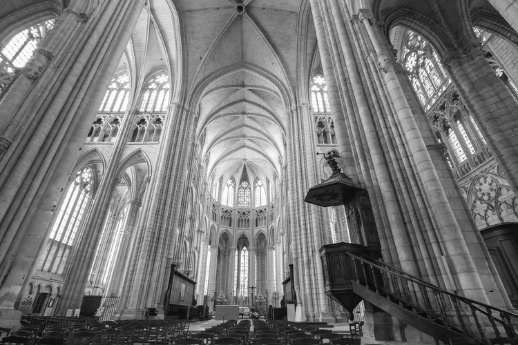 Black & White Catedral Meaux Arch Architectural Column Architecture Black And White Blackandwhite Built Structure Bw Eos70d History Low Angle View No People Religion Spirituality