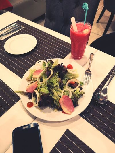 Duck Meat Smoked Duck Rocket Salad Smoked Duck Drink Plate Healthy Lifestyle Drinking Glass Table Drinking Straw Fruit Close-up Food And Drink Smoothie Fruit Juice Place Mat Blended Drink