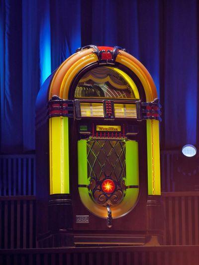 Jukebox I Jukebox Music LP Entertainment Wurlitzer Stage Colorful Illuminated City Yellow Red Close-up Architecture Gramophone Audio Equipment Record Analog Turntable Musical Equipment Historic Lighting Equipment
