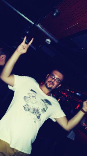 Kamerayı tutan zom, ben zom, bir de fotoğraf çekildikten sonra ne güzel çıkmış diye teşekkür ettim. Şimdi farkettim böyle çıktığımı 😂😄😅😆😈 Partying Hard Out Of Control Don't Worry, Don't Cry...Drink Vodka & Fly (; ♥ Tequila Shots In Adana