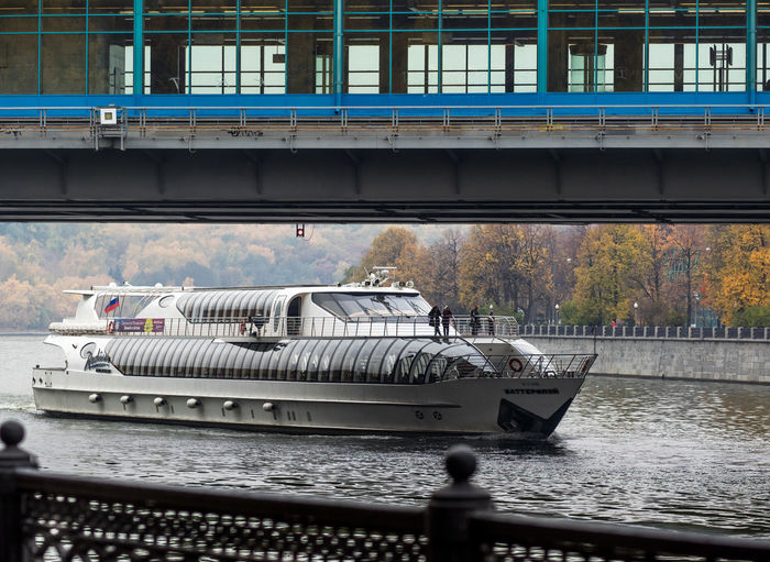 Russia, Moscow, metro station Vorob'evy Gory, tourist ship, metro bridge Architecture Bridge - Man Made Structure Connection Day Mode Of Transport No People Outdoors Public Transportation Rail Transportation Railway Bridge Russia, Moscow, Metro Station Vorob'evy Gory, Tourist Ship, Metro Bridge Transportation Water
