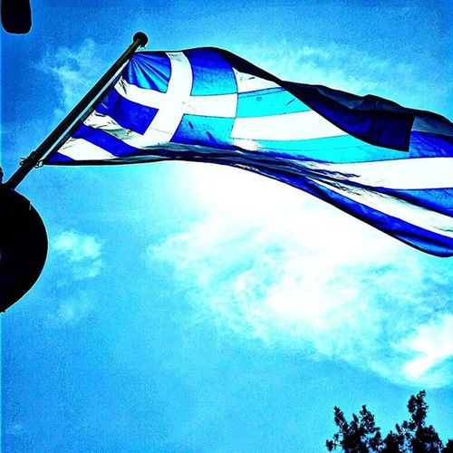 The greek flag 🌞 Ig_athens Athensvoice Athensvibe In_athens welovegreece_ greecestagram wu_greece ae_greece igers_greece greece travel_greece iloveellada skyporn sky mediterranean greece2015 ellada bd_greece sun grecia skypainters greek bnwsplash_flair greecelover_gr loves_greece photocontest_gr flag ig_splash prestige_pics_