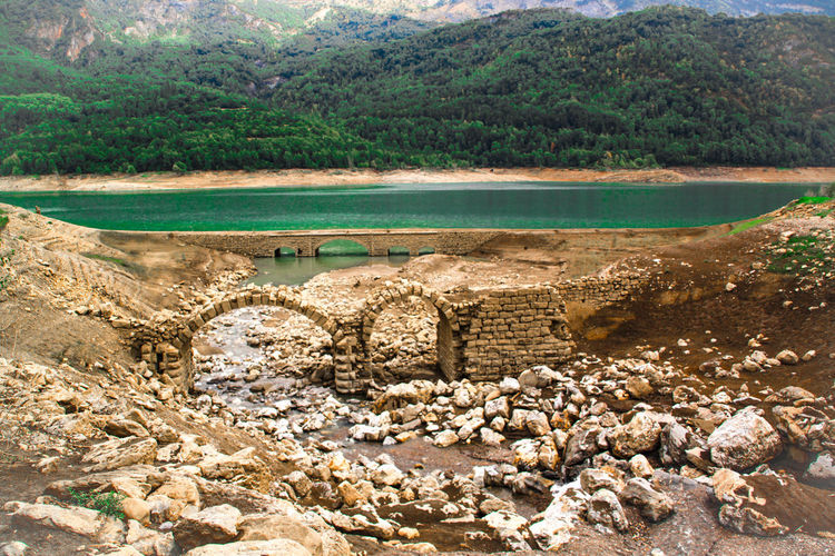 Check This Out Stones Stone Bridge Landscapes Lanuza Travel Two Objects Two Of A Kind Bridgestone Bridgesaroundtheworld Bridges Pirineos Still Life Ruins Architecture Ruins Learn & Shoot: Balancing Elements EyeEm Gallery TakeoverContrast Lake View Landscape Green Water Sallent De Gallego Ruined Ruinas Two Is Better Than One