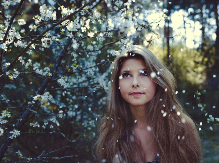 Flower paradise EyeEm Best Shots EyeEmNewHere Long Hair Tree Beauty Focus On Foreground One Person Young Adult Outdoors People Young Women Portrait Nature Headshot Beautiful Woman Close-up EyeEmNewHere