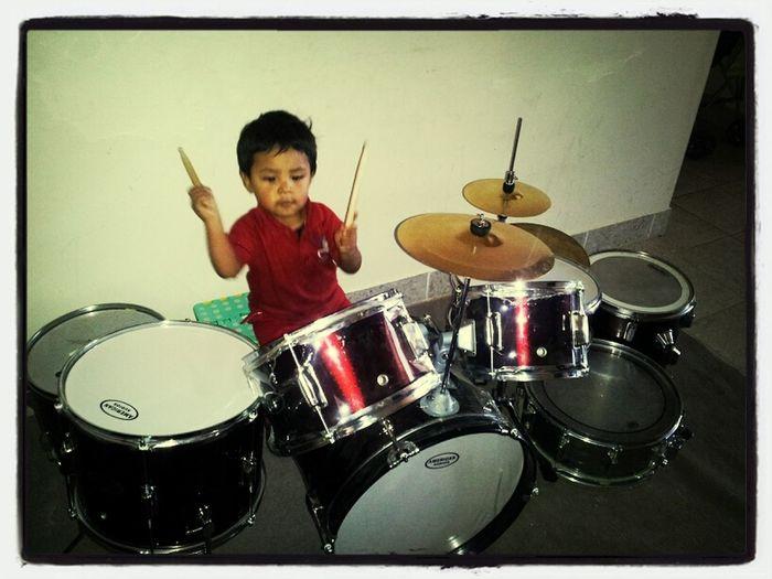 Mi Lukis En Su Nueva Batería!  Feliz Cumplee!  Little Drummer... Como Disfruta Su Regalo!