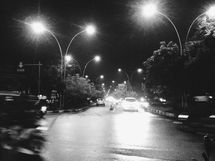night scene when I waited for friends Streetphotography Lamppost Bandung Black And White Blackandwhite Black & White Cars