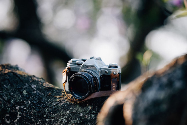 Old time Photography Themes Camera - Photographic Equipment Technology Photographic Equipment Photographing Selective Focus Lens - Optical Instrument Camera Activity Close-up Digital Camera Day Focus On Foreground Photographer Modern Outdoors Occupation Holding Digital Single-lens Reflex Camera SLR Camera Old-fashioned Dof SONY A7ii