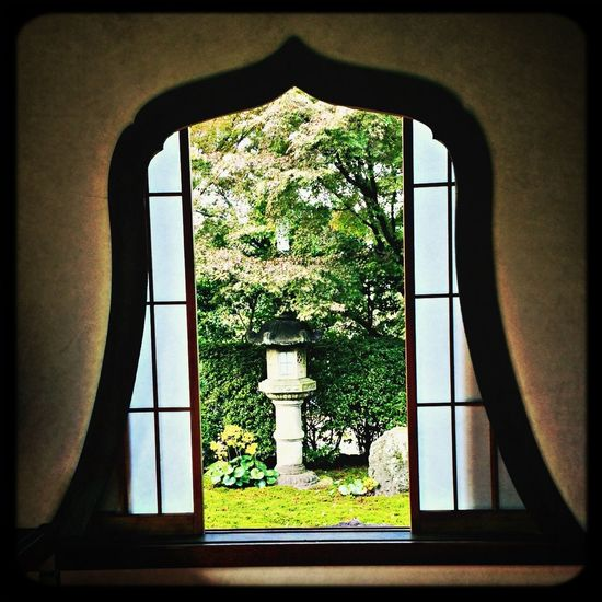 華頭窓 Window Temple Stone Lantern Japanese Garden