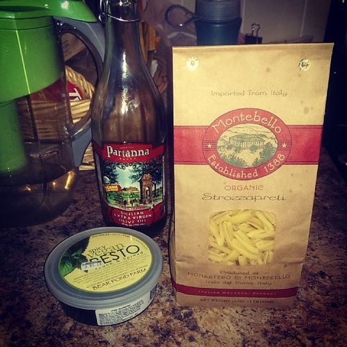 """Last lunch with @sandalphono :/ gonna make a nice Strozzapreti macaroni from Monasterodimontebello by Sprucefoods and a nice spicy vegan pesto sauce by Bearpondfarm """"props to the producers"""":)"""