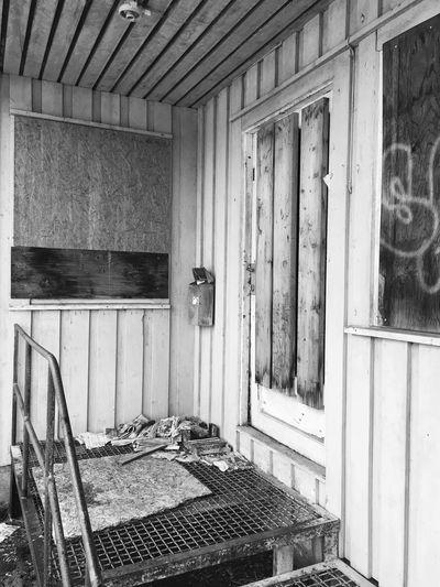 IPhoneography Old House Blackandwhite Norway Lovetakingphotos Iphonephotography Happy Livelife Lovelife LivingForLove Natgeo Natur Oldmailbox Oldstairs Brokenwindows