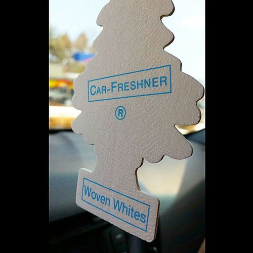 This is absolutely refreshing! Get ya car smelling right! The deodorant for cars 😅😃😄😆 Airfreshner Car Scent Wovenwhites summerbreeze fresh hyundai veloster velosterturbo kdm boosted veloster