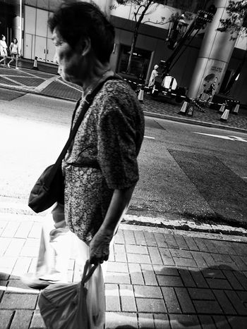 XperiaZ5 Urbanphotography Streetlife Blackandwhite AMPt Dailyphoto Dailylife Snapshots Of Life Streetphotography Street Photography Streetphotography_bw Black And White Black & White NEM Black&white Bnw Noir Et Blanc Noir City People Bnw_collection City Life Urban Lifestyle AMPt_community Mobilephotography Blackandwhite Photography EyeEm Best Shots - The Streets