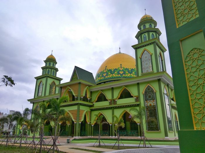 Dome Religion Architecture Travel Destinations Place Of Worship Spirituality Day Outdoors Sky Politics And Government No People Bintan Island, Indonesia Bintan Island Bintan  Moaque Melayustyle Melayu Kepulauan Riau Framing The View Stockphoto Buildings Architecture Complexity Building Exterior History Architecture Built Structure