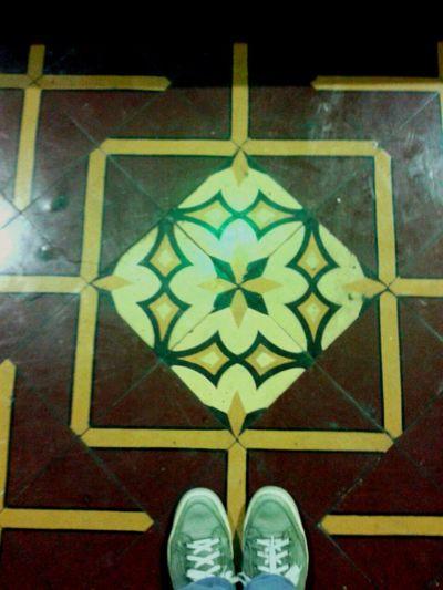 Cerámicas colombianas... Design Human Foot Pisos Floor Colombia Decoration Azulejo Mosaic Tiles Ceramic Cartagena/Colombia Ladrillos Hidràulic Tiled Floor Mosaic Floor Azulejos Tiles Pisohidraulico Ladrilhos Ondepiso Flooring Floral Pattern Ceramic Tiles Multi Colored Pattern Architecture And Art